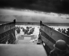 """Into the Jaws of Death"" - US Soldaten landen am Omaha Beach. (Foto: CPHoM Robert F. Sargent/gemeinfrei)"