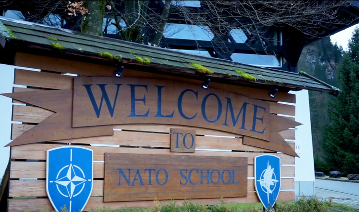 "An der NATO-Schule in Oberammergau in Bayern wird jährlich im Frühjahr und im Herbst der ""Host Nation Support Course"" angeboten. (Foto: U.S. Air Force/Tech. Sgt. Mari Moxley, Public Domain)"