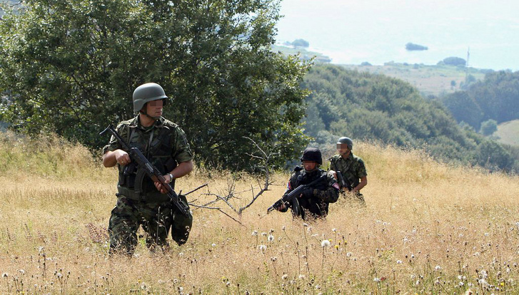 Serbian soldiers and policemen securing the border. (Photo: Serbian MOD)